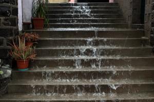 Italien, Sardinien - Treppen-Wasserfall beim Sturzregen